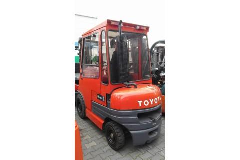 Wózek widłowy używany TOYOTA 02-6FDF25